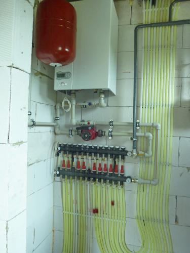 Монтаж отопления: газовый котёл и тёплый водяной пол